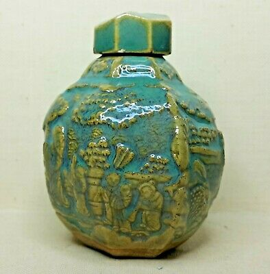 Antique Chinese porcelain a small vase, 16th-17th century.