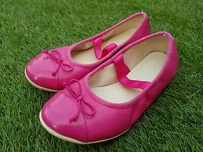 Girls Toddlers Shoes from Clarks. Size UK 11.5F, US 12M. Used good Condition