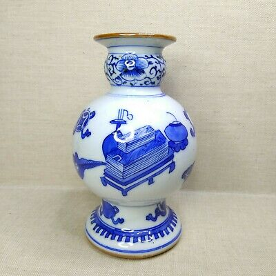 Antique Chinese porcelain blue and white vase, 18th-19th century.
