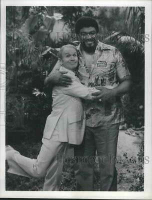 1981 Press Photo Red Buttons and Rosie Grier star in Aloha Paradise - spx12265