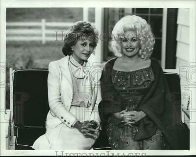 """1982 Press Photo Dolly Parton Interview on """"The Barbara Walters Special"""""""