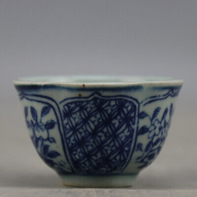 Chinese old hand-carved porcelain Blue & white flower pattern Kung fu cup b01