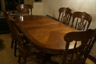 Extending adjustable solid Oak dining table plus 6 chairs 1.6m to 2.4m long