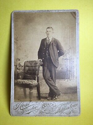 MIFFINTOWN Man Cabinet Card Suit Pocket Chain Chair Hat Tie HESS Painted Bkg PA
