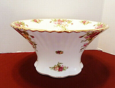 """Royal Albert Old Country Roses 1962 Round Fluted Bowl 9"""""""