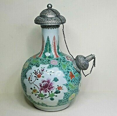 Antique Chinese porcelain  vase, 18th century. Made for the Islamic market.