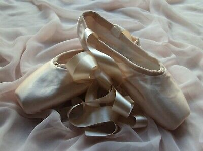 Pointe Shoes Pink Satin Classical Ballet Shoes with Satin Ballet Ribbon Ties NEW