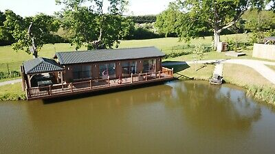 LAST MINUTE DEAL Luxury lodge holiday November fishing and hot tub
