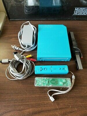 Nintendo Wii Blue Console Video Game System Complete 2 Wiimotes & Nunchuck