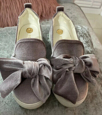 River Island Girls Velour Feel Bow Shoes Junior Size 1 - Grey