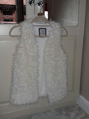 Girls Fluffy Faux Fur White Gilet Age 13-14 Immaculate