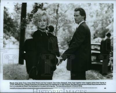 1989 Press Photo Dolly Parton and Sam Shepard star in Steel Magnolias.