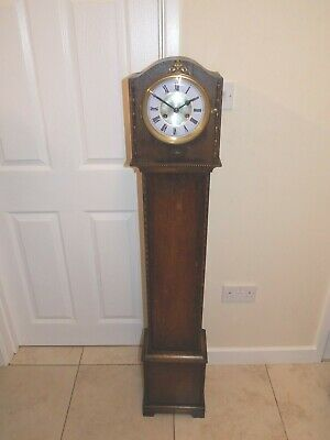 Antique 8Day Chime Granddaughter Clock In Good Condition & Working Order.