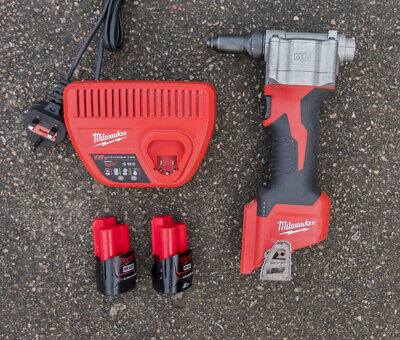 Milwaukee M12BPRT Li-ion Pop Rivet Gun Kit