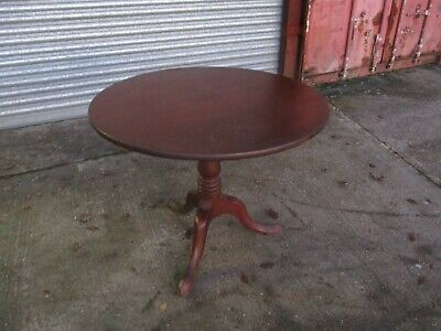 A Small Circular 19th Century Victorian Mahogany Breakfast Tea Dining Table