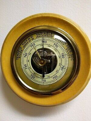 Wall-mounted barometer Antiques vintage