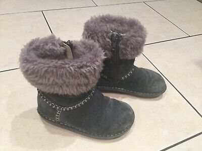 Clarks size 9.5 G. Girls Suede Leather Boots. Warm Lined. Full Zips