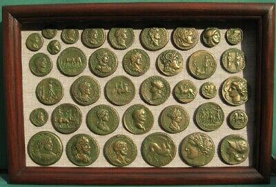 Coins of antiquity, in a green patina. Copies, with glass, 31x21cm.