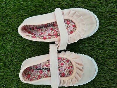 Chatter Box Girls Toddlers shoes doodles snickers. Size UK 7 children size. Used
