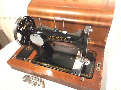Antique Vesta  L.O Dietrich Altenburg Handcrank Vibrating Shuttle Sewing machine
