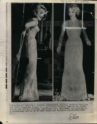 1968 Press Photo Marlene Dietrich displays figure in a glittering evening gown