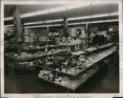 1952 Press Photo Self service displays in a department store