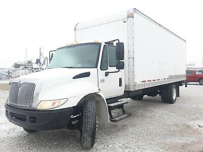 2006 International 4300 24' Box Truck / Van Truck