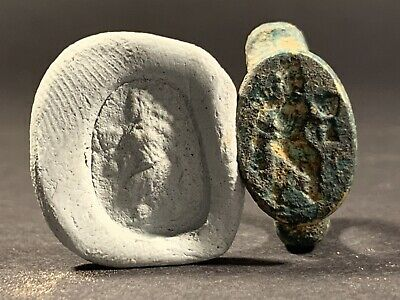 Ancient Roman Bronze Seal Ring With Depiction Of  Gladiator - Circa 100-200Ad