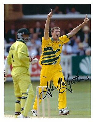 GLENN McGRATH SIGNED 8x11 PHOTO - UACC & AFTAL RD CRICKET AUTOGRAPH