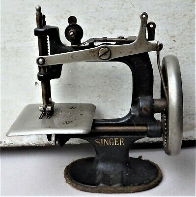 NO RESERVE c1920 Singer Sewing Machine No. 20 Childs Miniature Vintage Antique