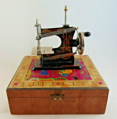 Vintage Chinese Travelling Child's Miniature Sewing Machine In Box Crank Handle
