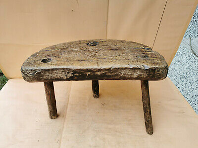 OLD ANTIQUE PRIMITIVE WOODEN WOOD HANDMADE LEGGED STOOL CHAIR TRIPOD RUSTIC 18th