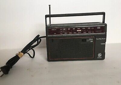 Vtg General Electric GE Two-Way Power 7-26600 AM/FM Portable Radio