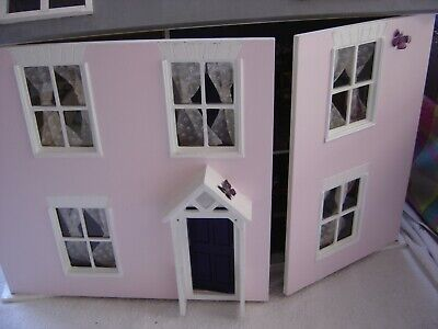 dolls  town house