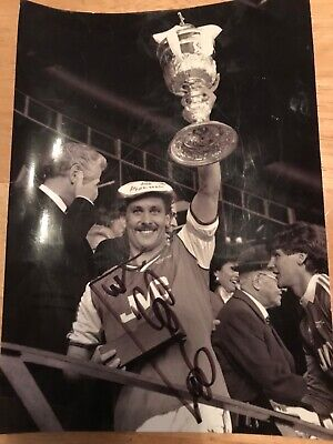 KENNY SAMSON  - ARSENAL  FOOTBALLER -  10x8  PHOTO SIGNED - (2)