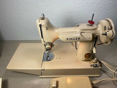 Vintage Singer Tan Beige Featherweight 221J Sewing Machine Case & Acc