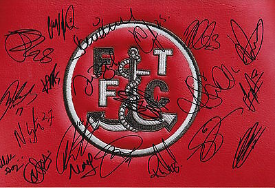 Fleetwood Town Fc 2015/16 Squad Signed Highbury Stadium Photo 21 Autographs.