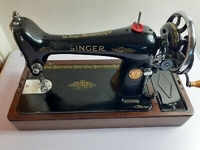 Vintage Singer 1958 Hand Crank Sewing Machine with Carrying case and Locking Key