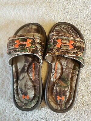 New w//defect Boys Youth Under Armour 1252568 Ignite IV Slide Sandals Black 49T