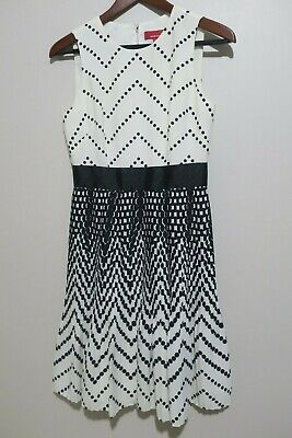 Red Saks Fifth Avenue Women's Off White/Black Pleated Sleeveless Dress Size 4