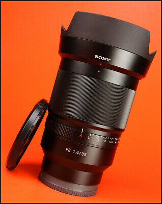Sony Zeiss Distagon FE 35mm F1.4  T* ZA Lens with Front & Rear Caps & Hood