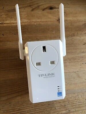 TP Link 300Mbps WiFi Range Extender with AC Passthrough