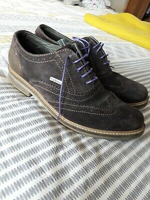 Mens Barbour brown suede shoes  size 9. In v good condition.