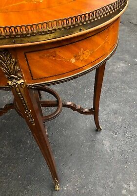 French Louis XV Style Inlay Wood Oval Shaped End Side Table Brass Gallery Rim