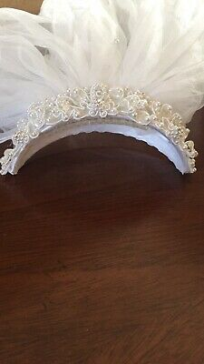 Beaded Wedding Veil Short White Bridal Veil 2T 36 Inches with Comb