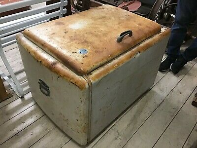 Vintage Large Pate Metal Ice Chest Ice Box Esky Cooler Coffee Table Man Cave