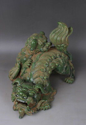Chinese Antiques Green glaze porcelain Mother and child lion beast