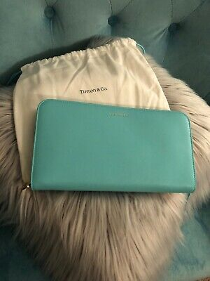 Tiffany & Co NEW Large Travel Wallet Clutch - Smooth Leather Removable Strap