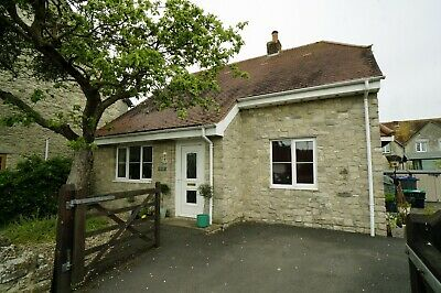 Modern Cottage for sale in Mere Wiltshire BA12 6HH cosy attractive and no chain