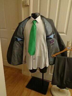 """Suit chest 42R waist 36R By Taylor&Wright grey pinstripe 2 button jacket L30""""(41"""
